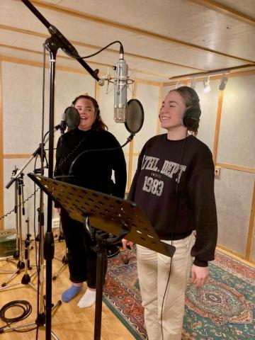 Maria Andrea Seljeseth Nordal og Jenny Gjerde Sætre. Foto: Hildur Sandstad Dalen.