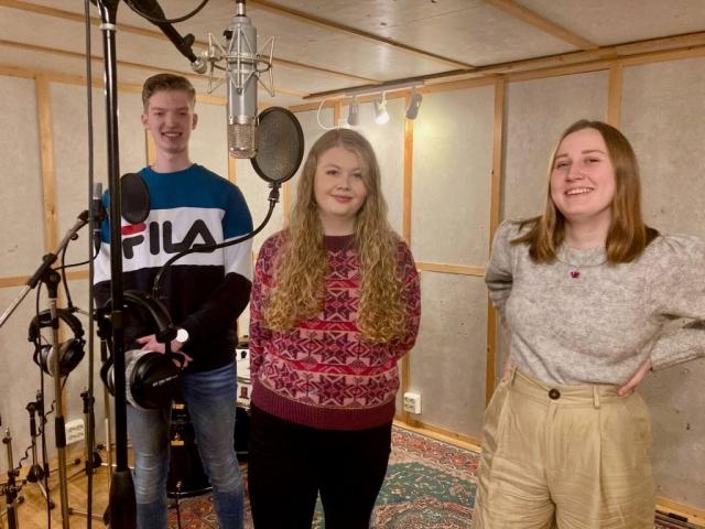 Mathias Sæbø, Thea Karin Flatnes og Dagni Myrene. Foto: Hildur Sandstad Dalen.