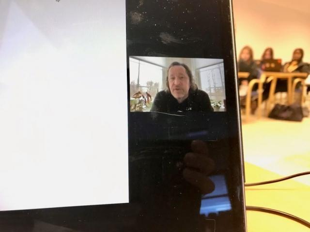 Tysdag 9. februar kursa Dave King elevane i storyboarding over Zoom. Foto: Håvard Krøvel-Velle.
