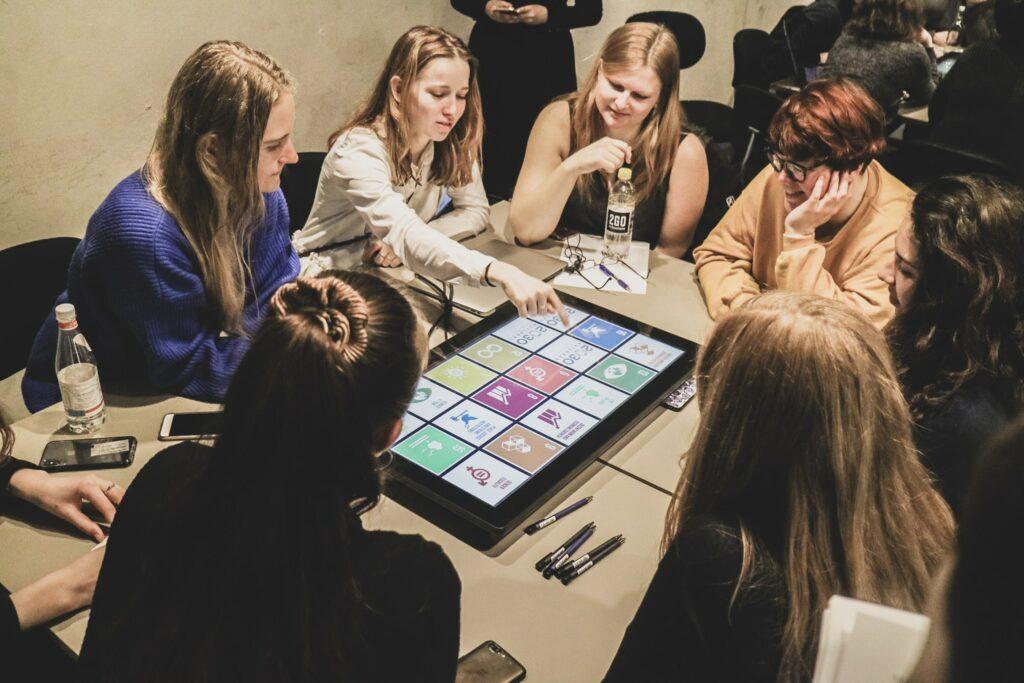 Group engaging with 2030 Builders digital module
