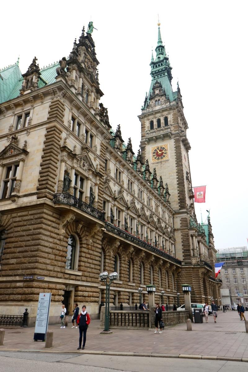 Hamburger-Rathaus-bei-Tag