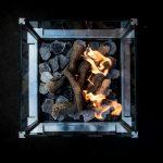 Gaspejs med ild set fra oven