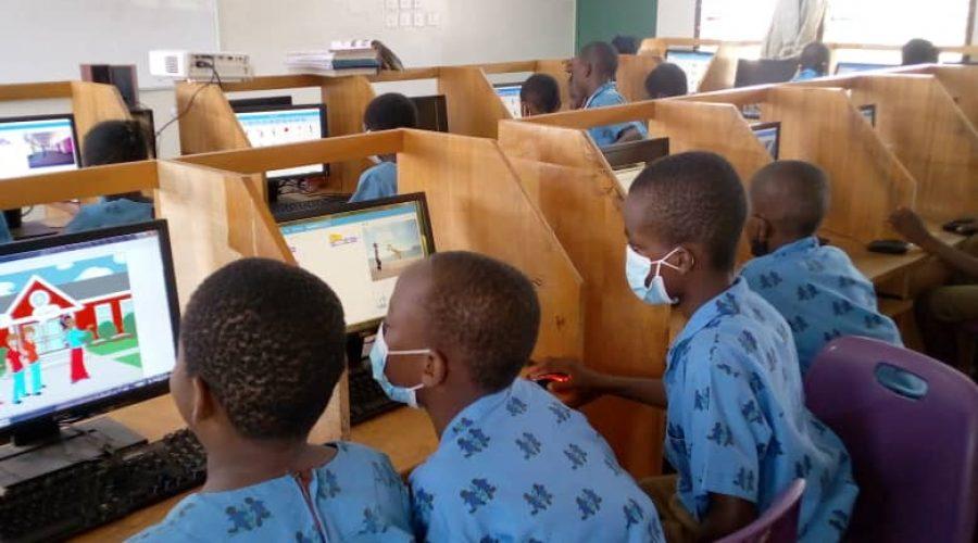 children coding in a lab