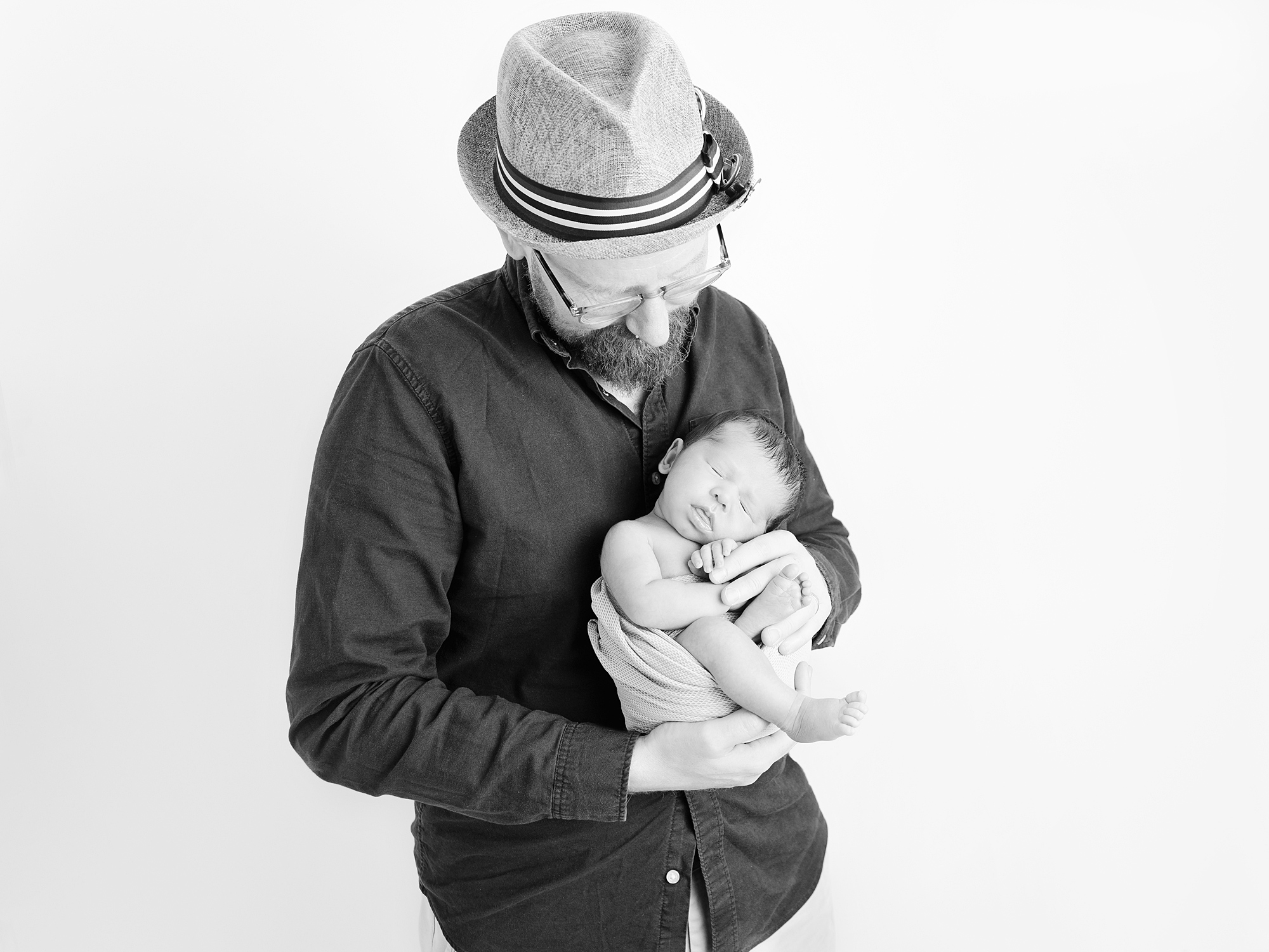 dad and baby newborn photography in edinburgh by Anilorak Photography