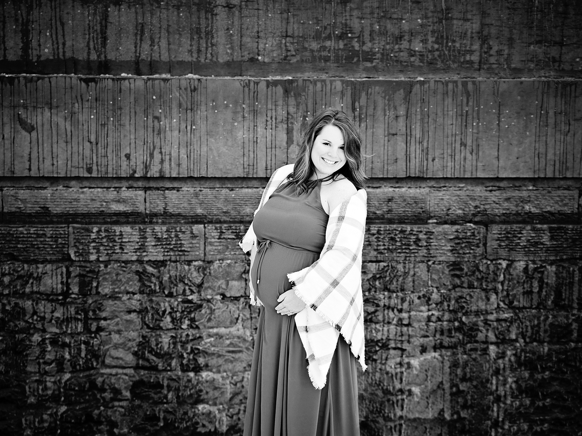 black and white maternity photography edinburgh midlothian