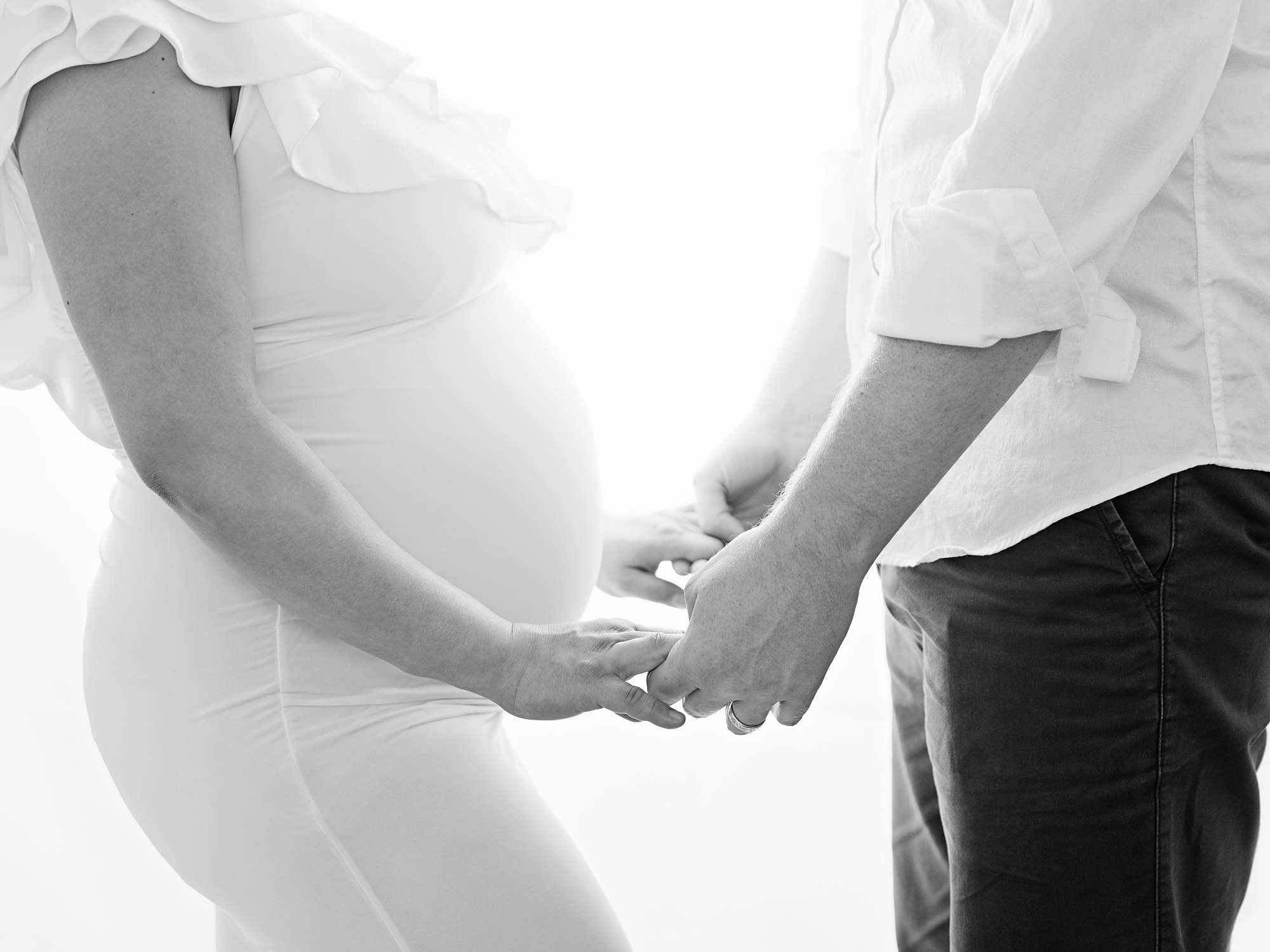 black and white holding hands maternity photography in edinburgh by anilorak photography