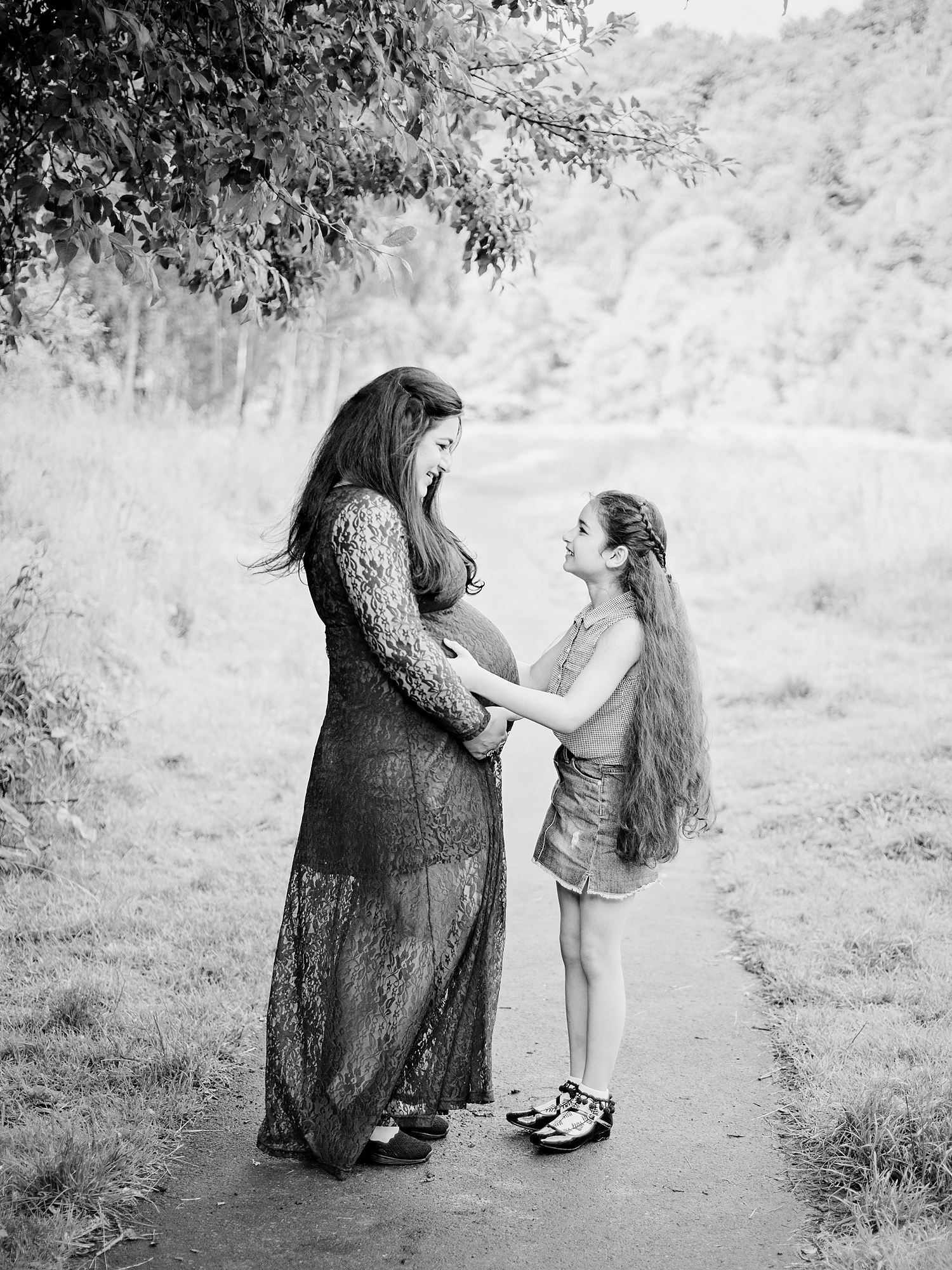 mum and daughter outdoor maternity photoshoot edinburgh midlothian