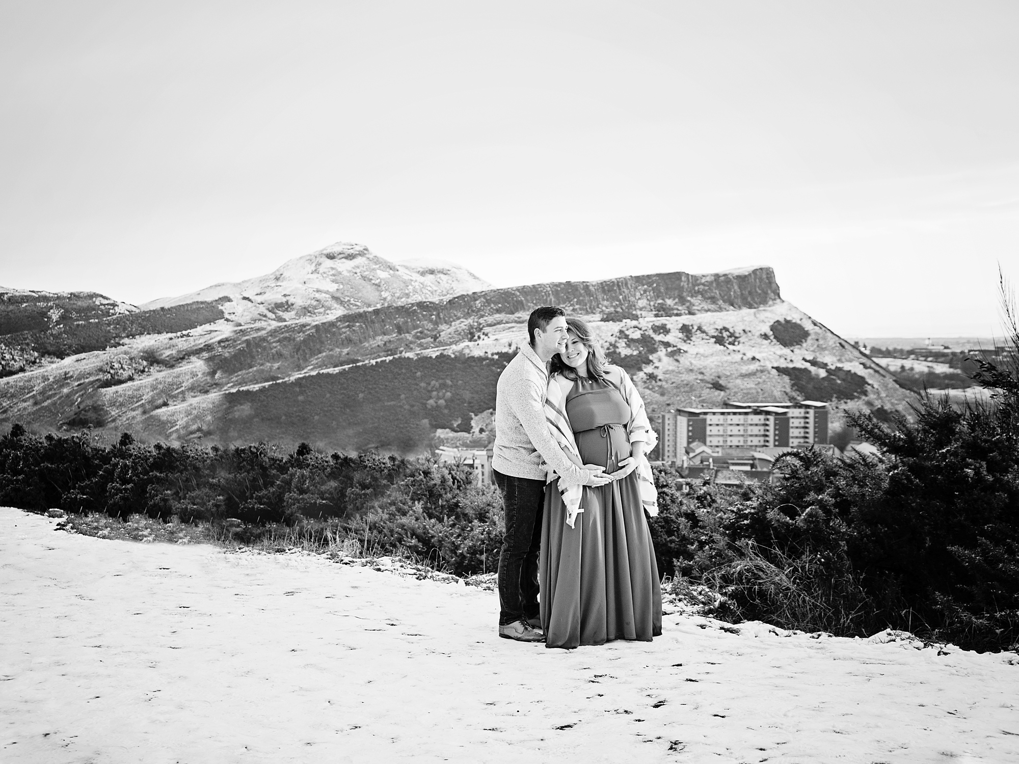 winter calton hill pregnancy maternity photography edinburgh midlothian