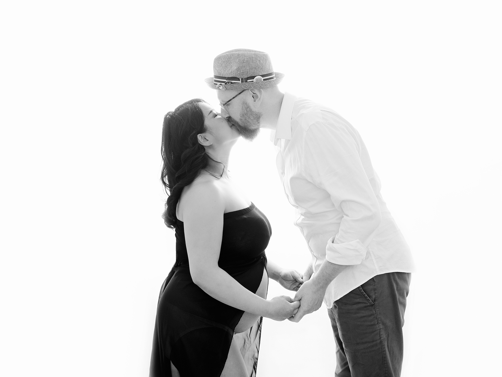 backlit partner kissing pregnancy maternity photography edinburgh midlothian