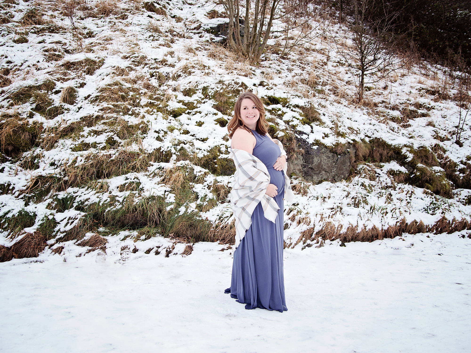 winter outdoor snow pregnancy maternity photography edinburgh midlothian
