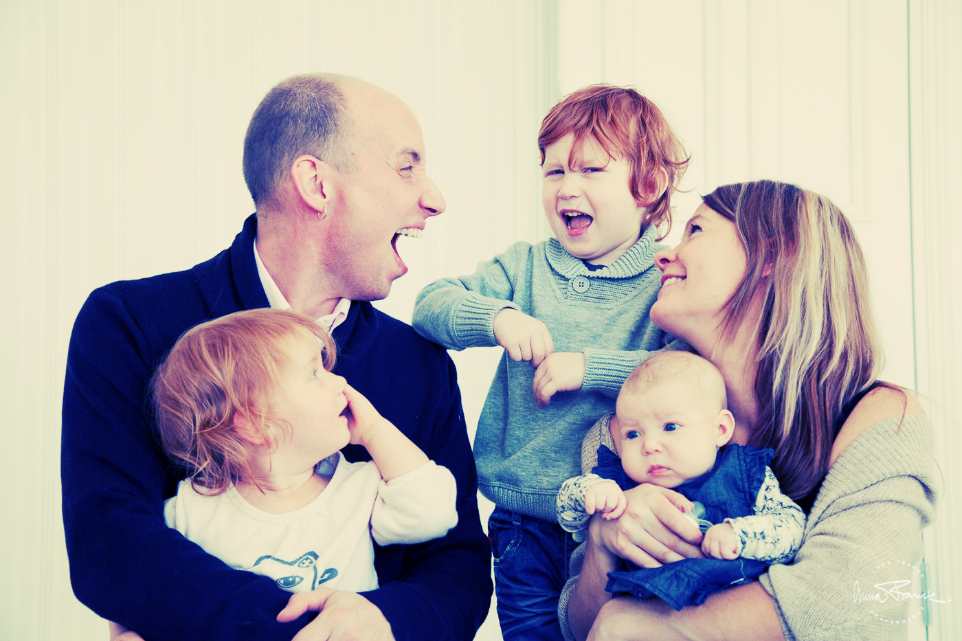 familjeporträtt, perhekuvaus, family, portrait, valokuvaus, fotografering, anna, franck, pargas, parainen, finland, suomi, hemma, kotona