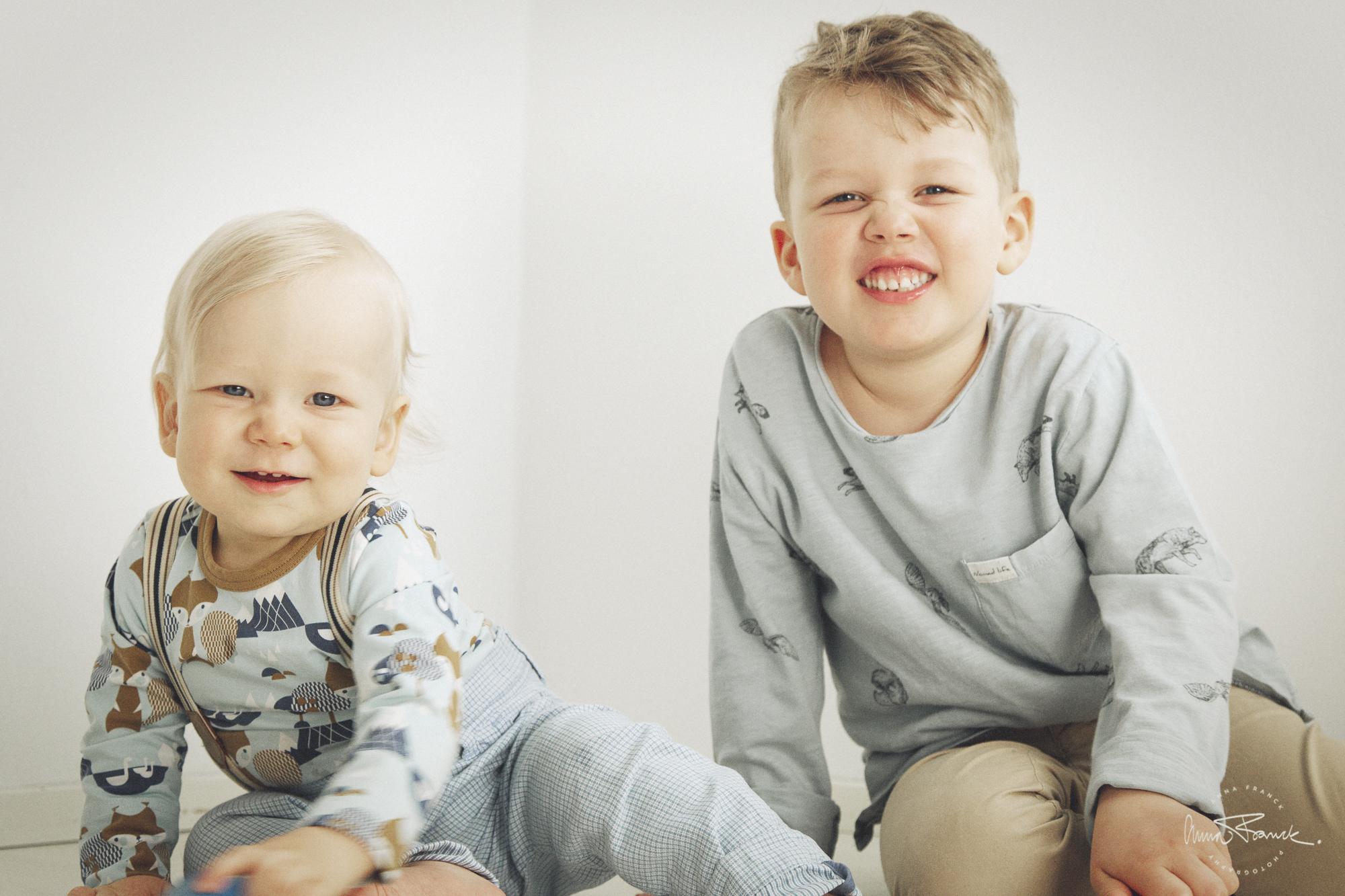 Avslappnad familjefotografering i St Karins Pargas Åbo