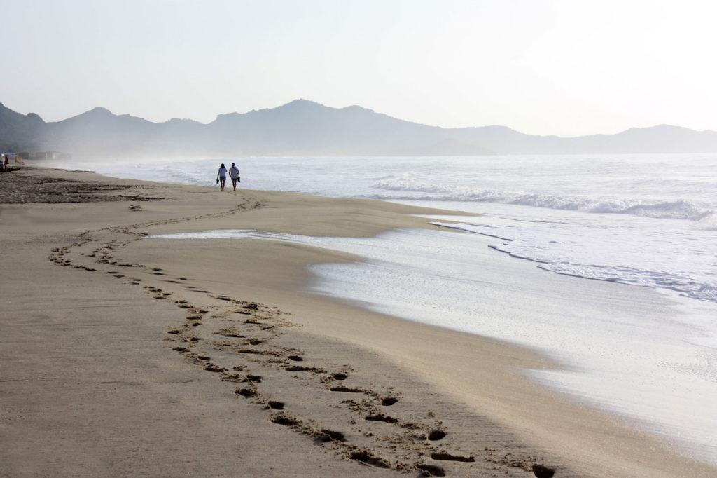 gåtur ved stranden