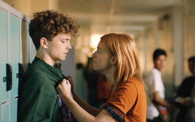 Ellen (Clara Henry) skapar problem för David (Anton Forsdik) när hon går till skolan i hans tröja. Jessica tror att Ellen och David har legat med varandra och syskonen måste samarbeta för att rädda situationen.