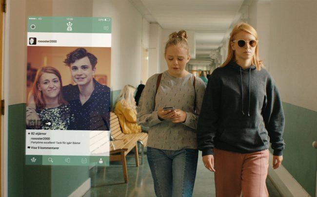 Ellen (Clara Henry) skapar problem för David (Anton Forsdik) när hon går till skolan
