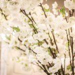 vita plastblommor körsbärsblommor