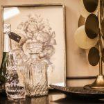 glas guld bordlampa tavla med rosor
