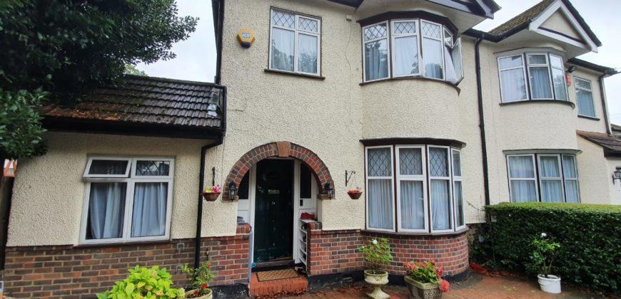 4 Bedroom Semi-Detached House in Harrow, HA3