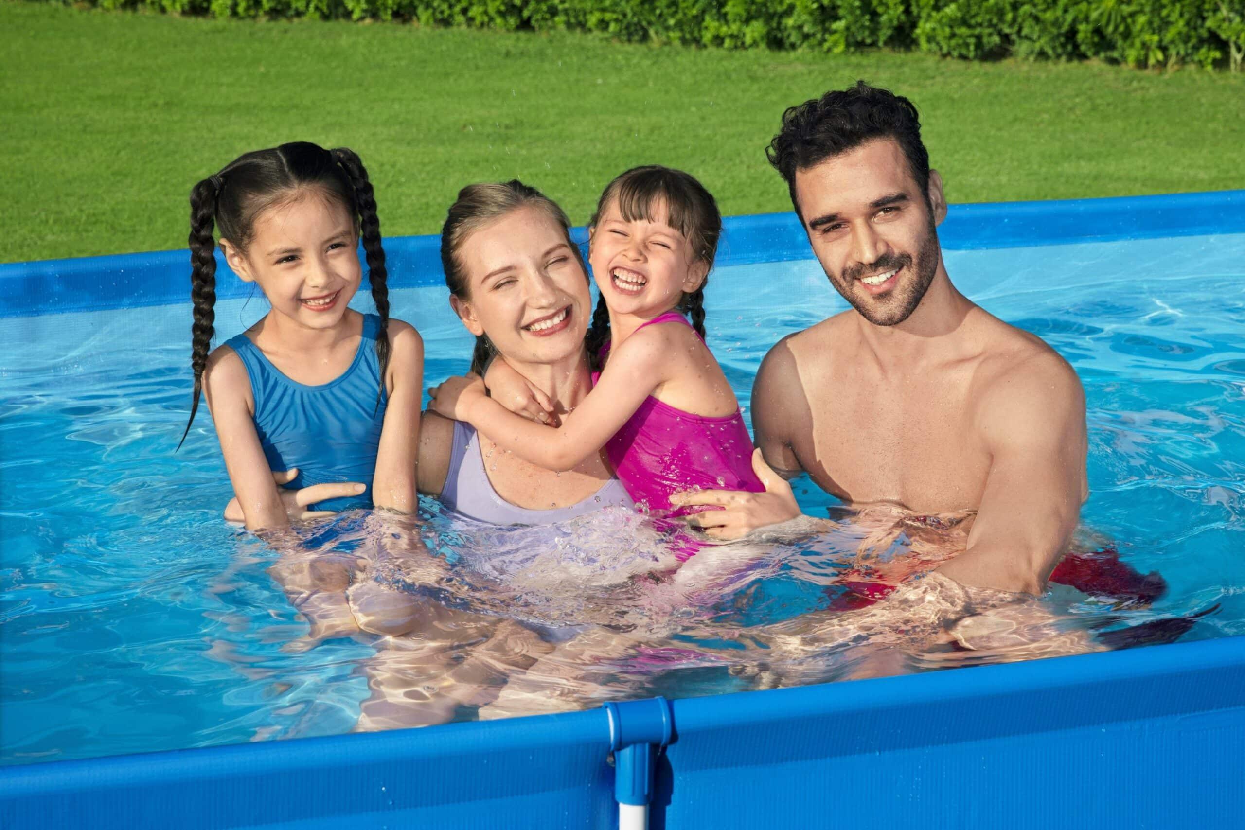 Billig basseng i hagen familie