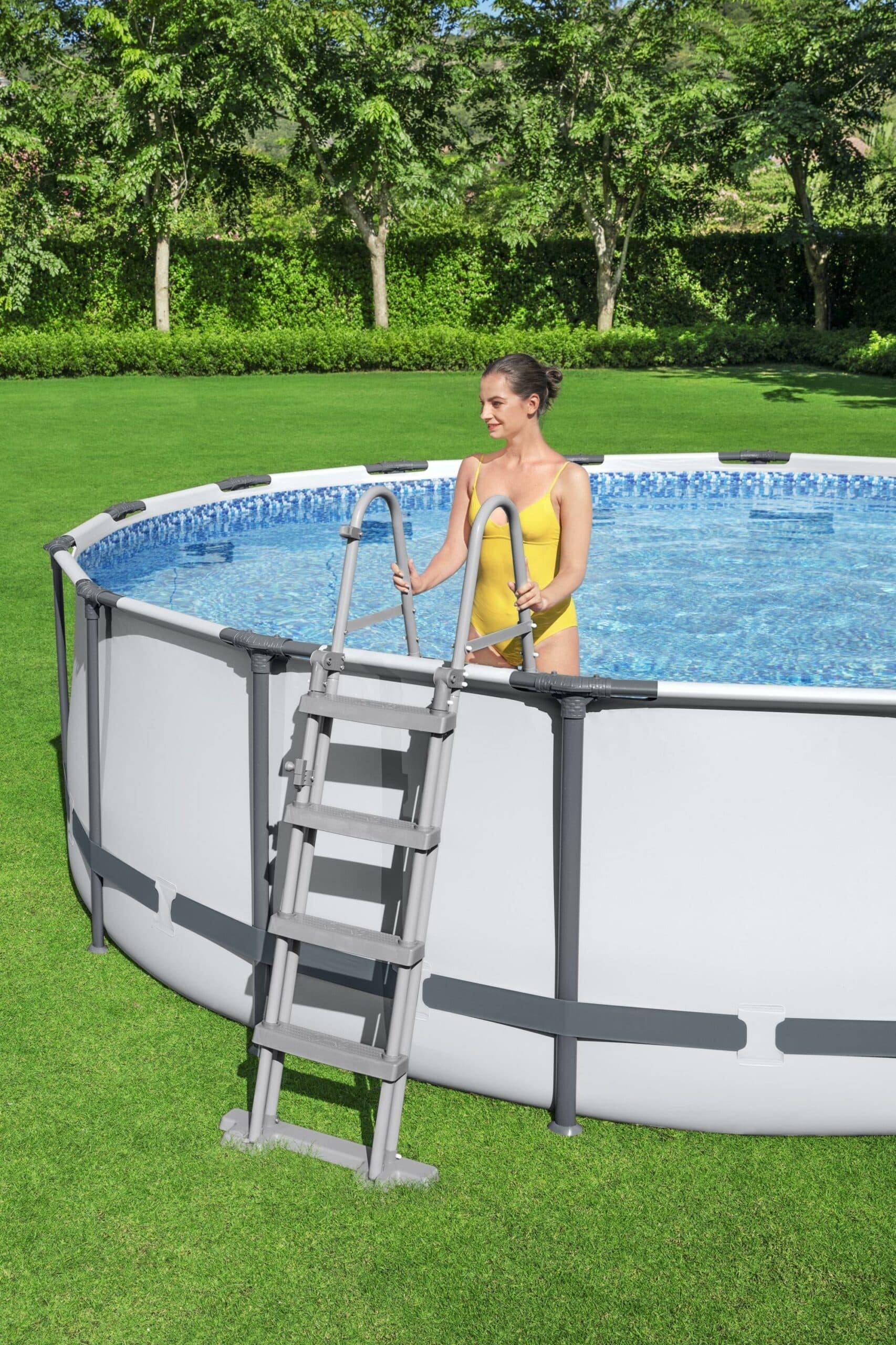 Rundt Steel Pro MAX™ Q2 rustfri stige til basseng