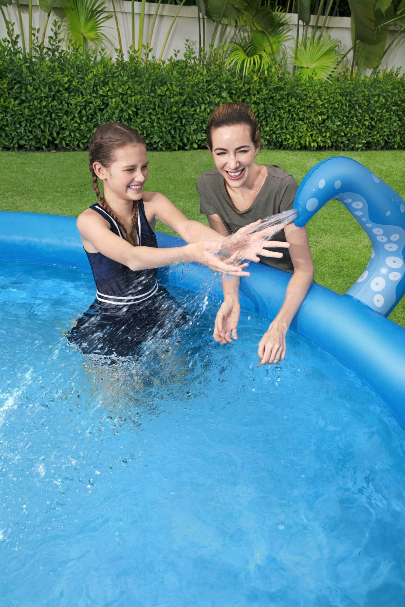 Rundt OctoPool basseng gøy for både små og store