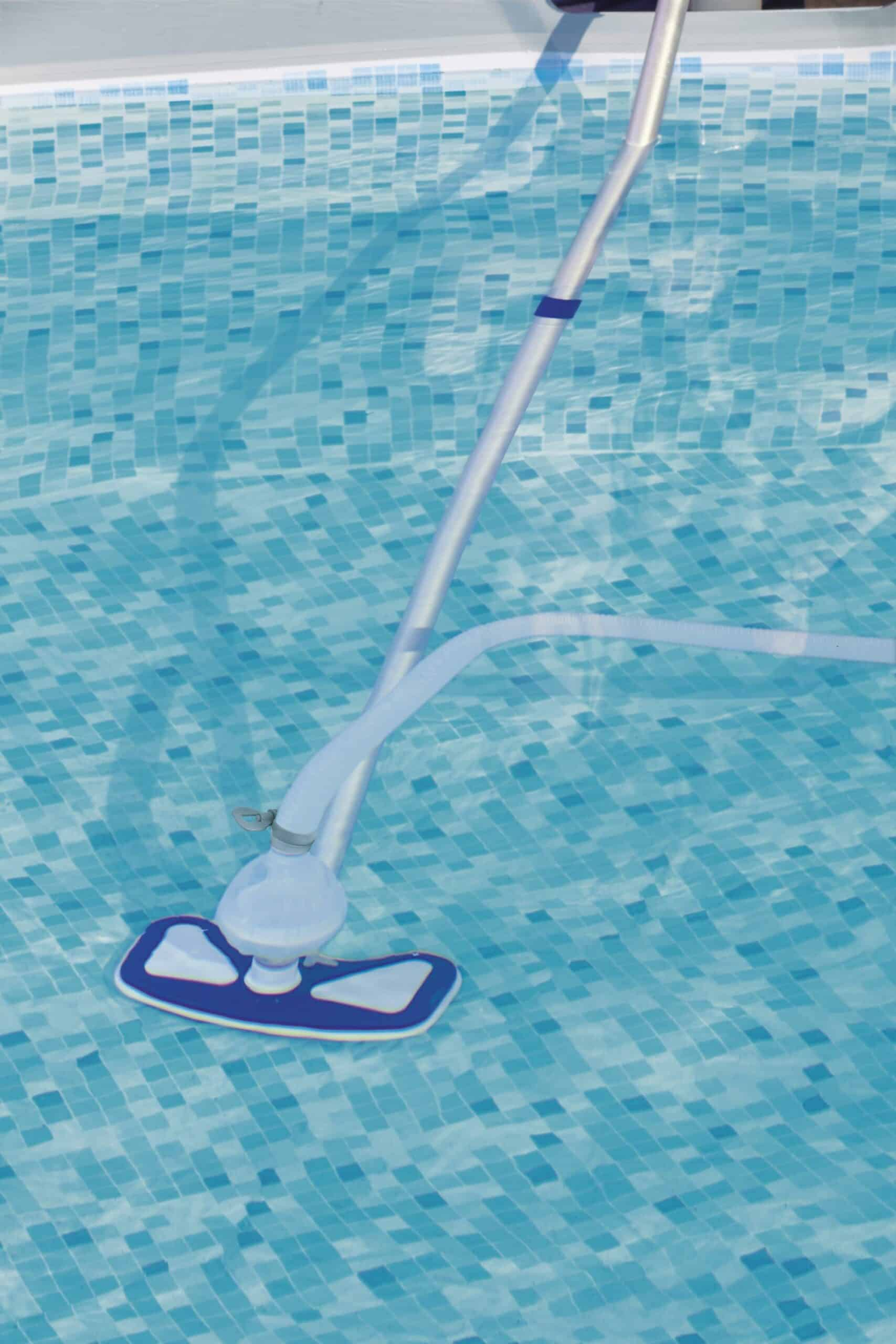 Bestway Flowclear™ AquaClean Bassengrensesett bruksbilde