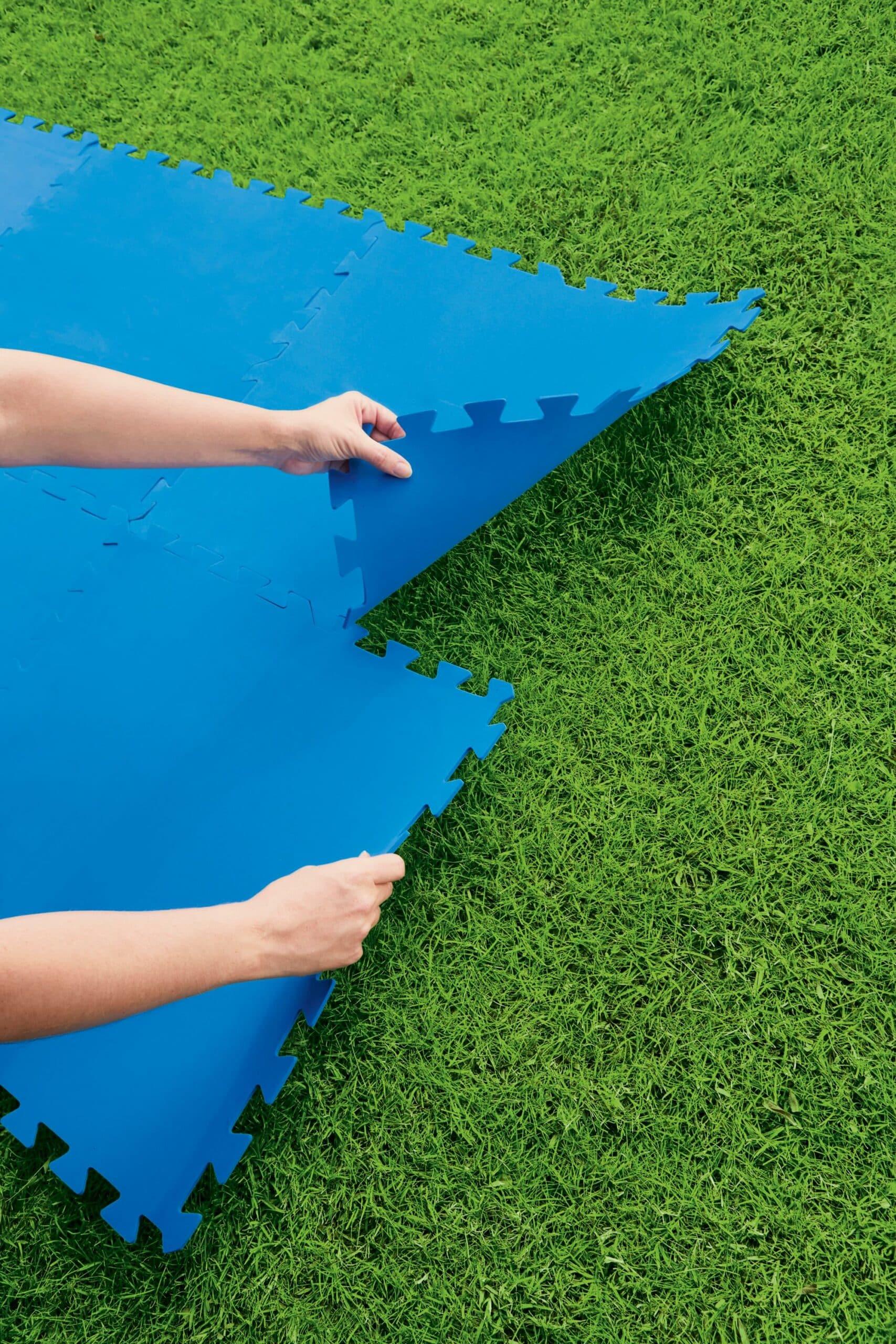 Bestway gulvbeskytter til hagebasseng (50cm x 50cm) monteringsbilde