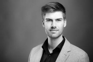 Bewerbungsfoto-eines-Mannes-Fotostudio-blendenspiel