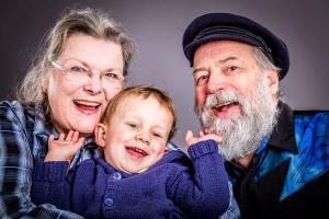 Familienfotos-mit-Oma-und-Opa-Fotostudio-blendenspiel