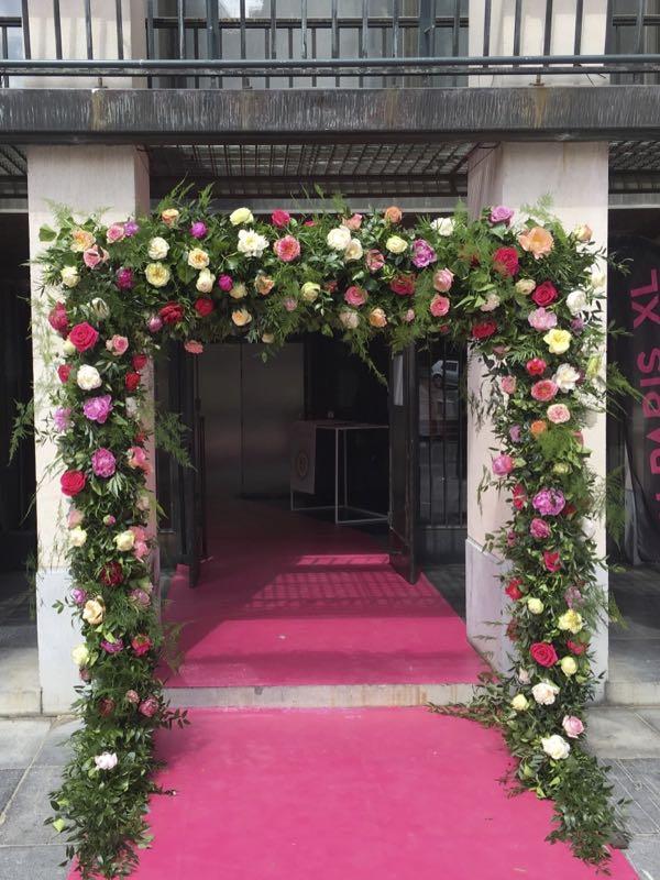 Bloemenboog met rozen