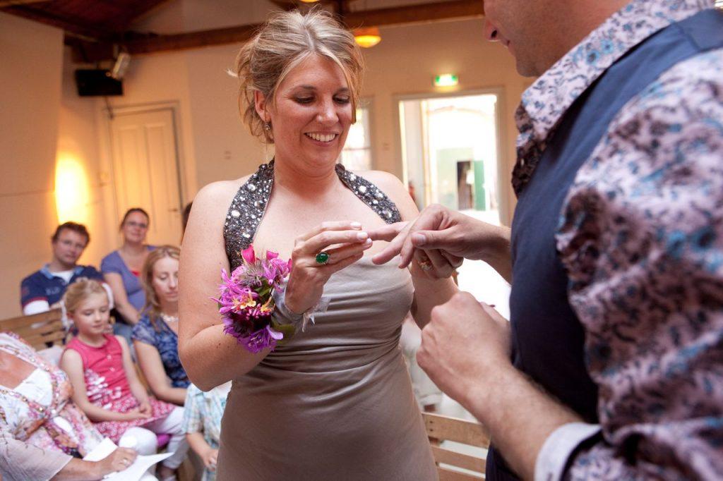 Een polscorsage is een verlenging en soms een vervanging van je bruidsboeket.