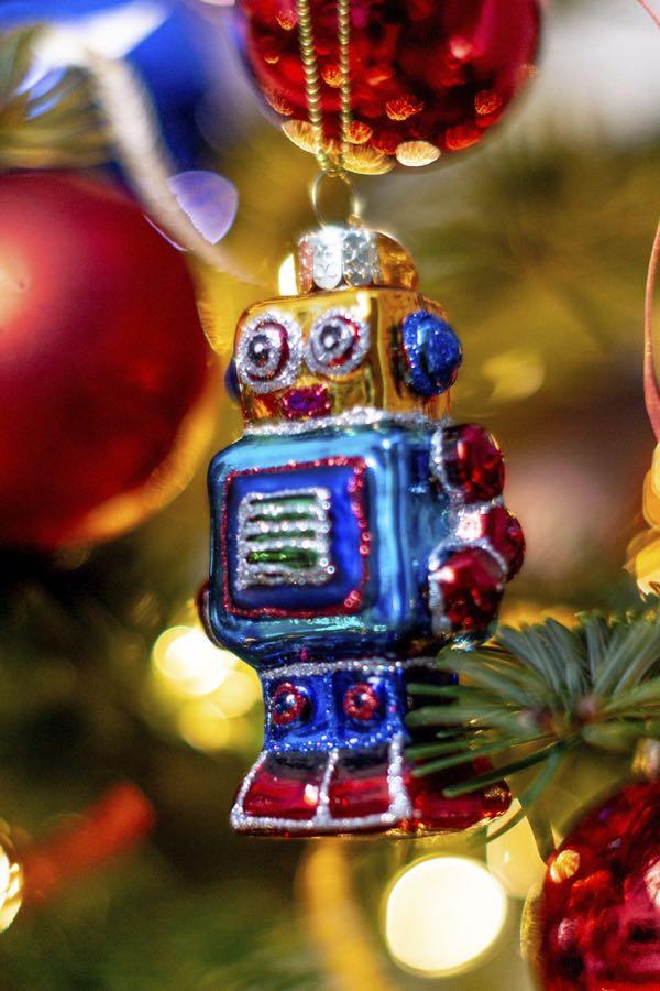 robot christmas tree figure