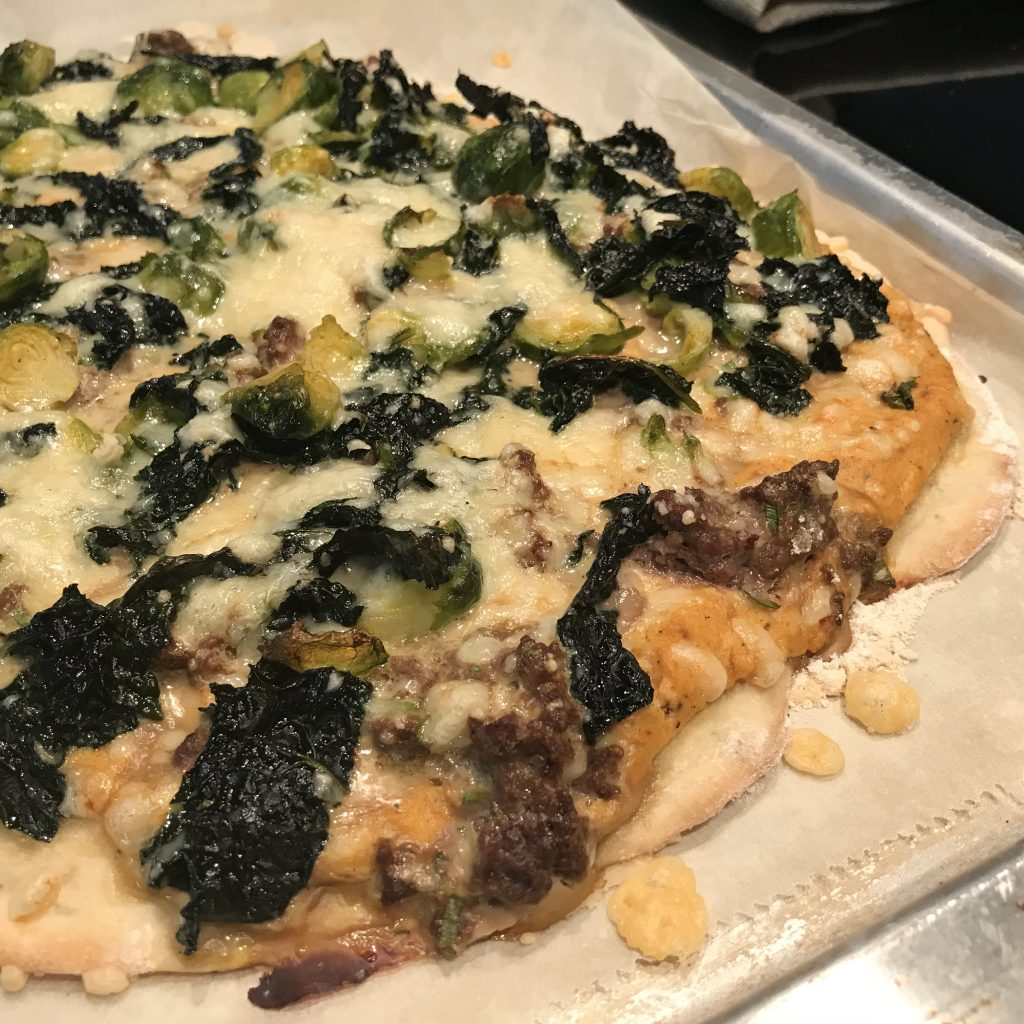 Pizza mit Rosenkohl Wirsing Hackfleisch