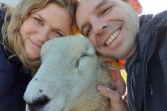 Sandra Zöller & Thomas Löbig mit Schaf