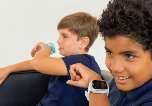niños comunicandose por el reloj