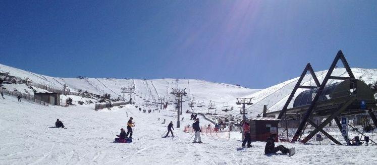 Snowboarden in Madrid: Pisten in und Lifte in Valdesqui