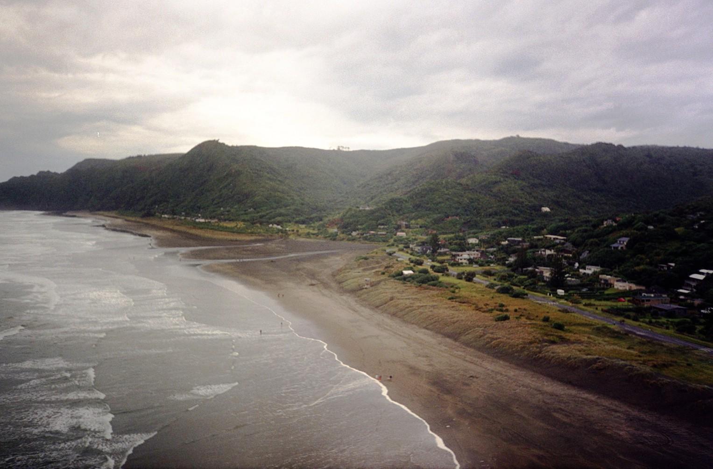 Aussicht auf Piha und den Strand