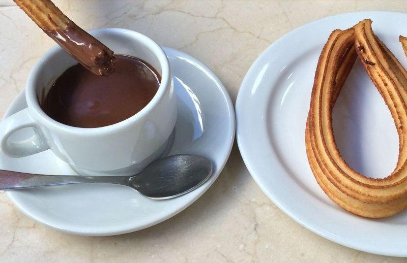 Spanisches Frühstück: Churros mit heißer Schokolade