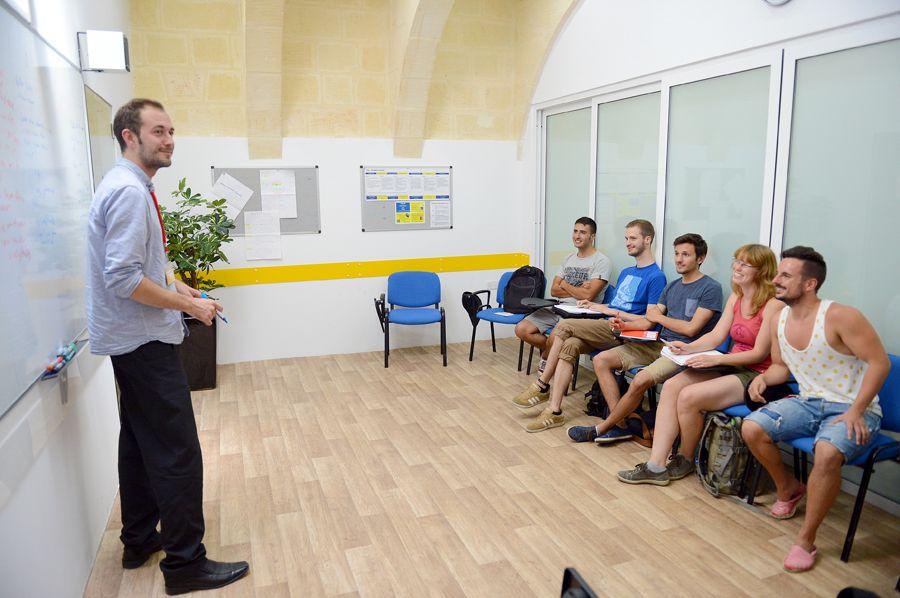 Englischunterricht in einer Sprachschule auf Malta
