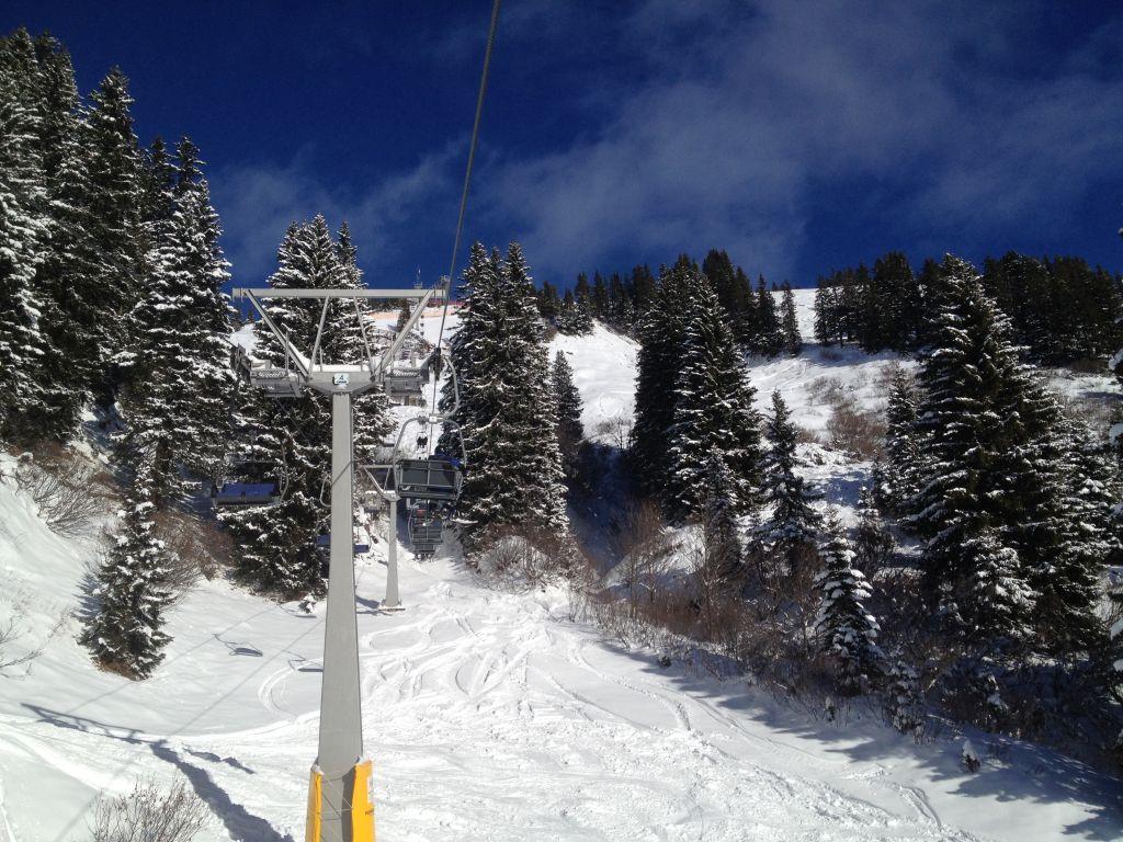 Snowboarden am Walmendingerhorn: Mit dem Sessellift geht's nach oben.