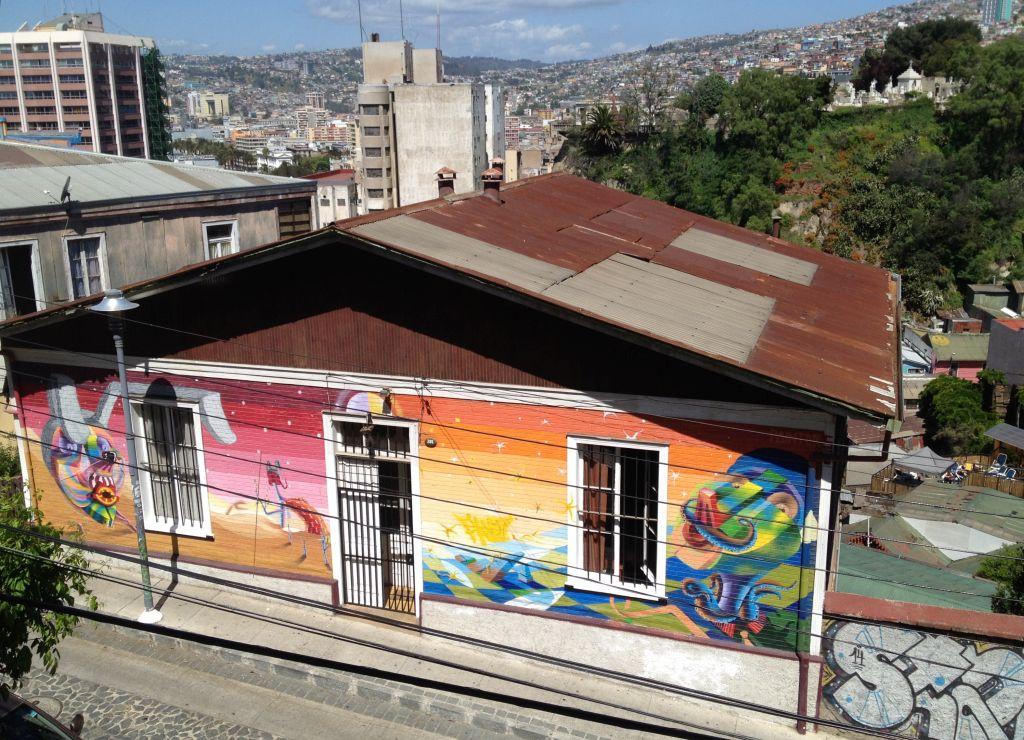 Streetart in Valparaíso, buntes Haus