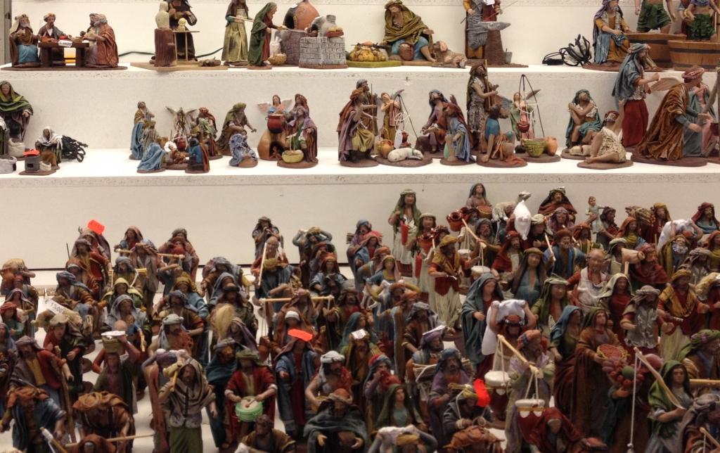 Krippenfiguren auf dem Weihnachtsmarkt in Madrid