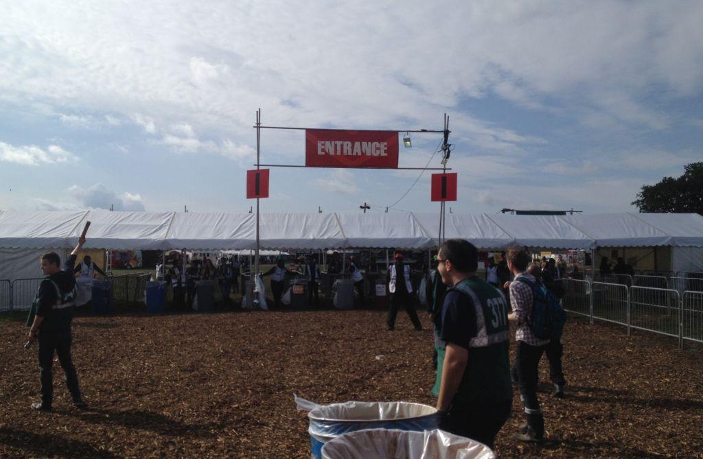 Der Einlass beim Reading Festival in England
