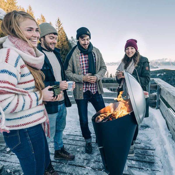 Grillning på Höfats Cone Kolgrill under vintern