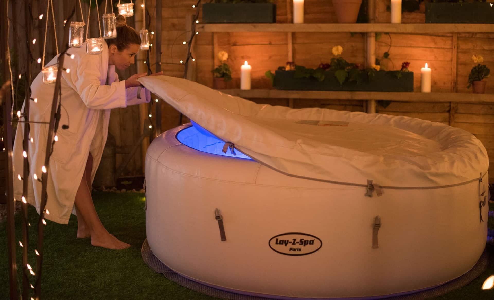 Det er populært å pynte rundt boblebadet med belysning.