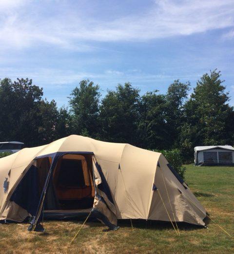 kamperen-tent-opzetten