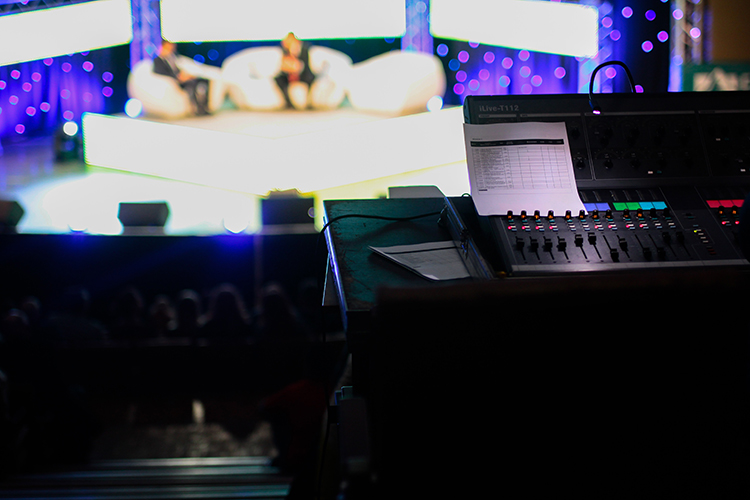 image-speaker-stage