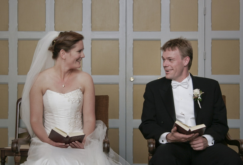 Bryllupsfotograf København - Anderledes og kreative bryllupsportrætter og reportagebilleder taget af prisvindende fotojournalist. Ring 26 27 89 84
