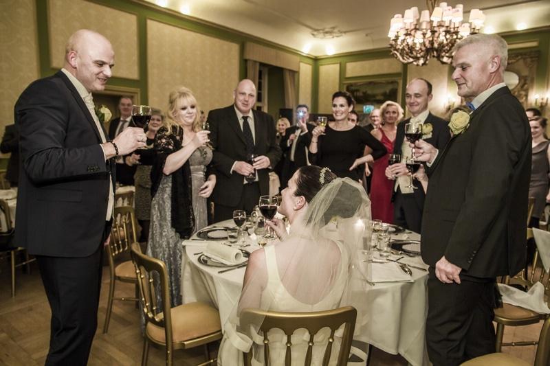Professionel bryllupsfotograf i København. Tager opgaver over hele landet.