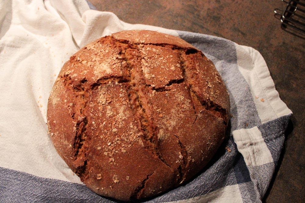 Domáci celoražný chlieb